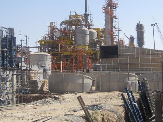 همکاری با ستاد پروژهها و طرحهای ویژه وزارت نفت